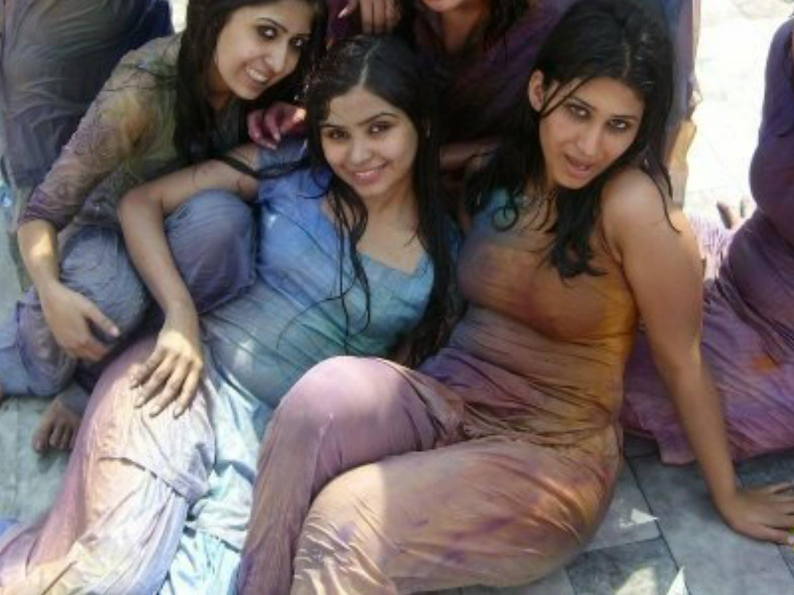 http://1.bp.blogspot.com/-BS7MYBH5DvU/TqeobnQhNhI/AAAAAAAADzk/XTkxnfG-El4/s1600/lahoreLumscollege-university-karachi-peshawar-local-hot-sexy-girls-wallpapers-photos-images+%25287%2529.jpg
