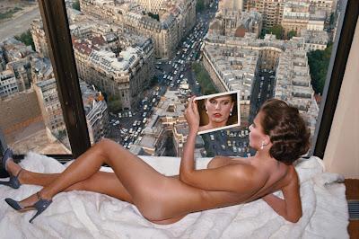 Helmut Newton - Bergstrom, au-dessus de Paris, Paris, 1976.