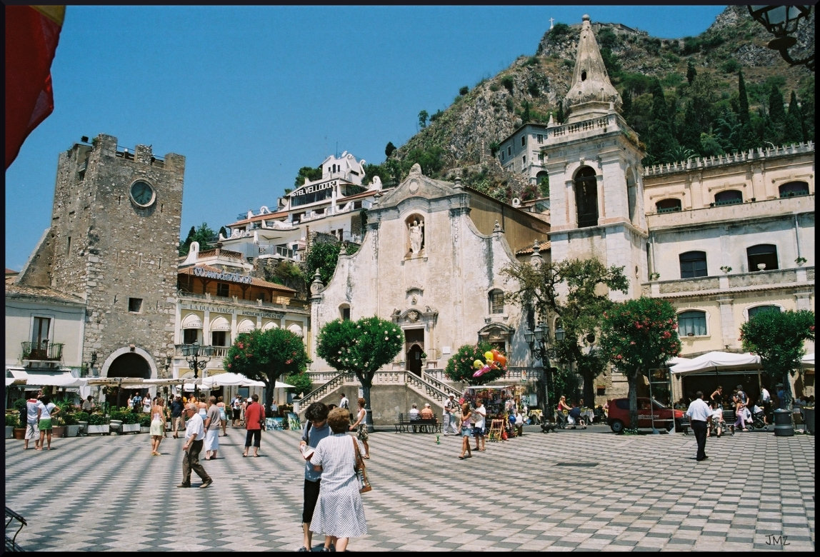 Holidays in taormina the fashionable resort with for Taormina sicilia