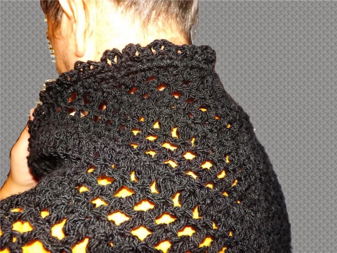 Detalle del cuello en chal de crochet