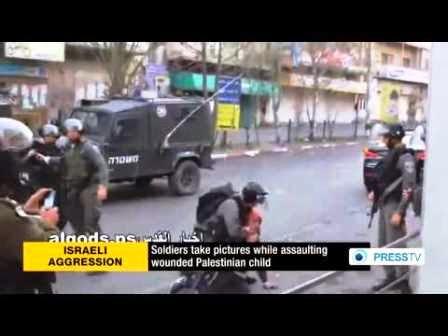 Criança palestinas presas por Israel e soldado fotografa