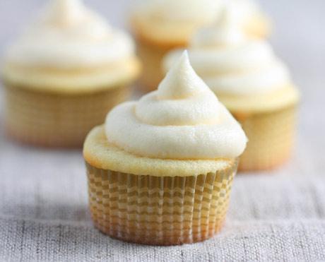 vanilla cupcakes1 Resep Cupcake Lembut dan Enak
