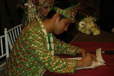 Gambar Pernikahan Arumi Bachsin