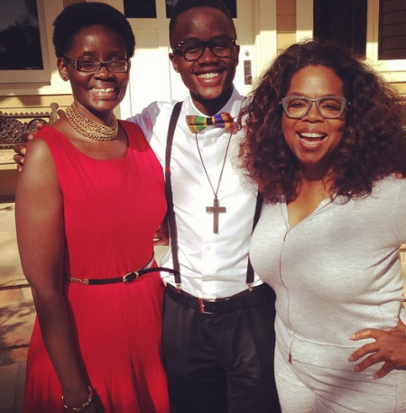 Oprah Winfrey has lunch with Lupita Nyong'o's family (mum and brother) – Photo