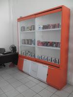 furniture interior semarang etalase display pajangan toko handphone smartphone09