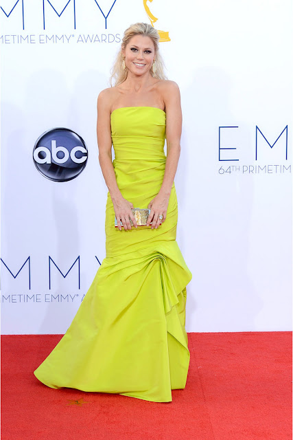 Julie Bowen vestido de Monique Lhuillier Emmy 2012