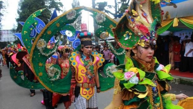 Kemeriahan Pembukaan Festival Danau Toba 2015 yang diselenggarakan di Taman Mejuah-Juah, Brastagi, Sumatera Utara yang buka resmi oleh Menteri Pariwisa, Arief Yahya, 19 Nov. 2015