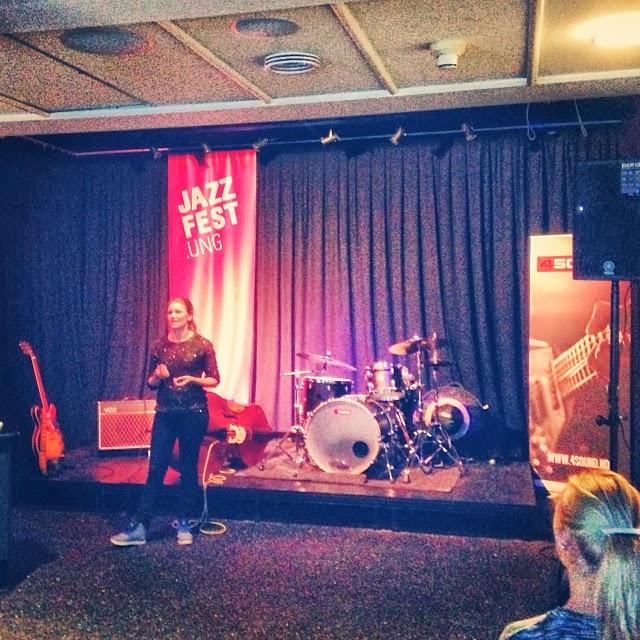 Kaja Løvdal fra BertaSofie konsertdesign forteller om kroppspråk og musikk. (Foto: Leiv Aspén, Tempo)