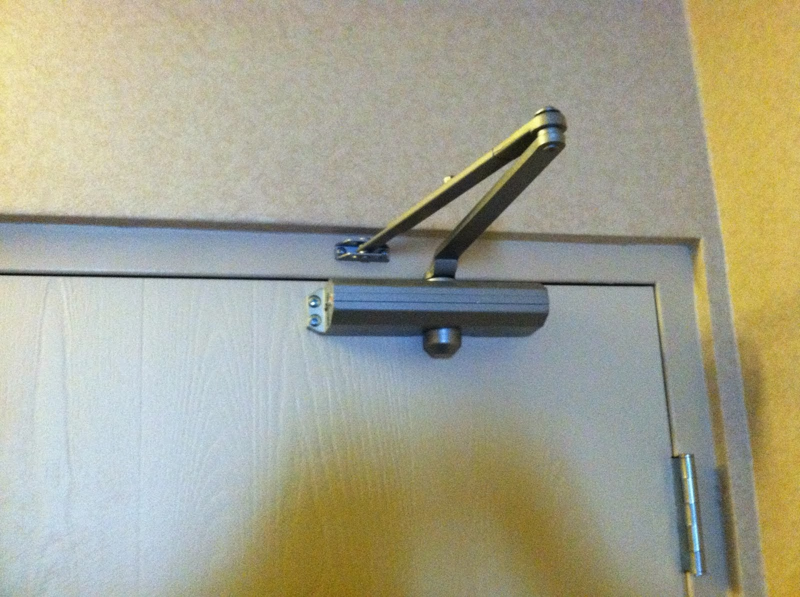 Choosing Door Closer And Curtain Brackets From Interior Hardware Manufacturers