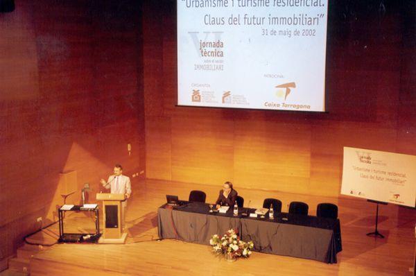 En Cataluña, en el Palau de Congresos impartiendo una conferencia.