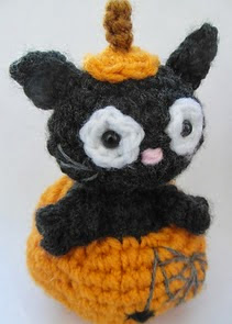 http://www.cuteandkaboodle.com/ronnie-the-halloween-cat/