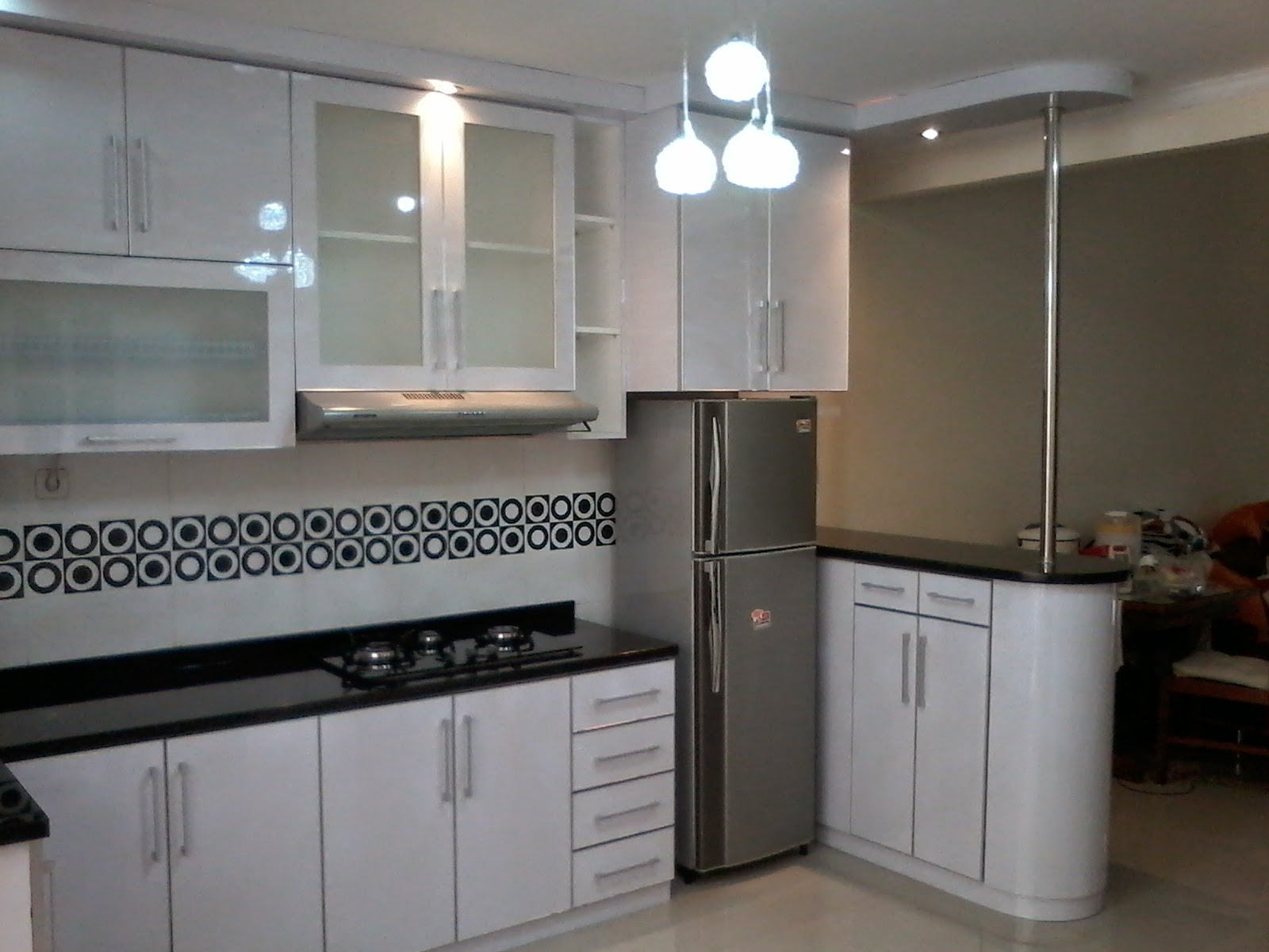 Desain dapur minimalis sederhana jasa kitchen set murah for Kitchen set hitam