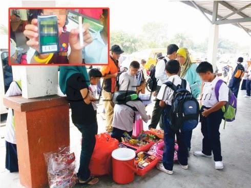 Jual Gula-Gula Berbentuk Rokok Depan Sekolah