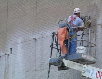 Алмазная резка отверстия с наружной стены, резка фасадов здания