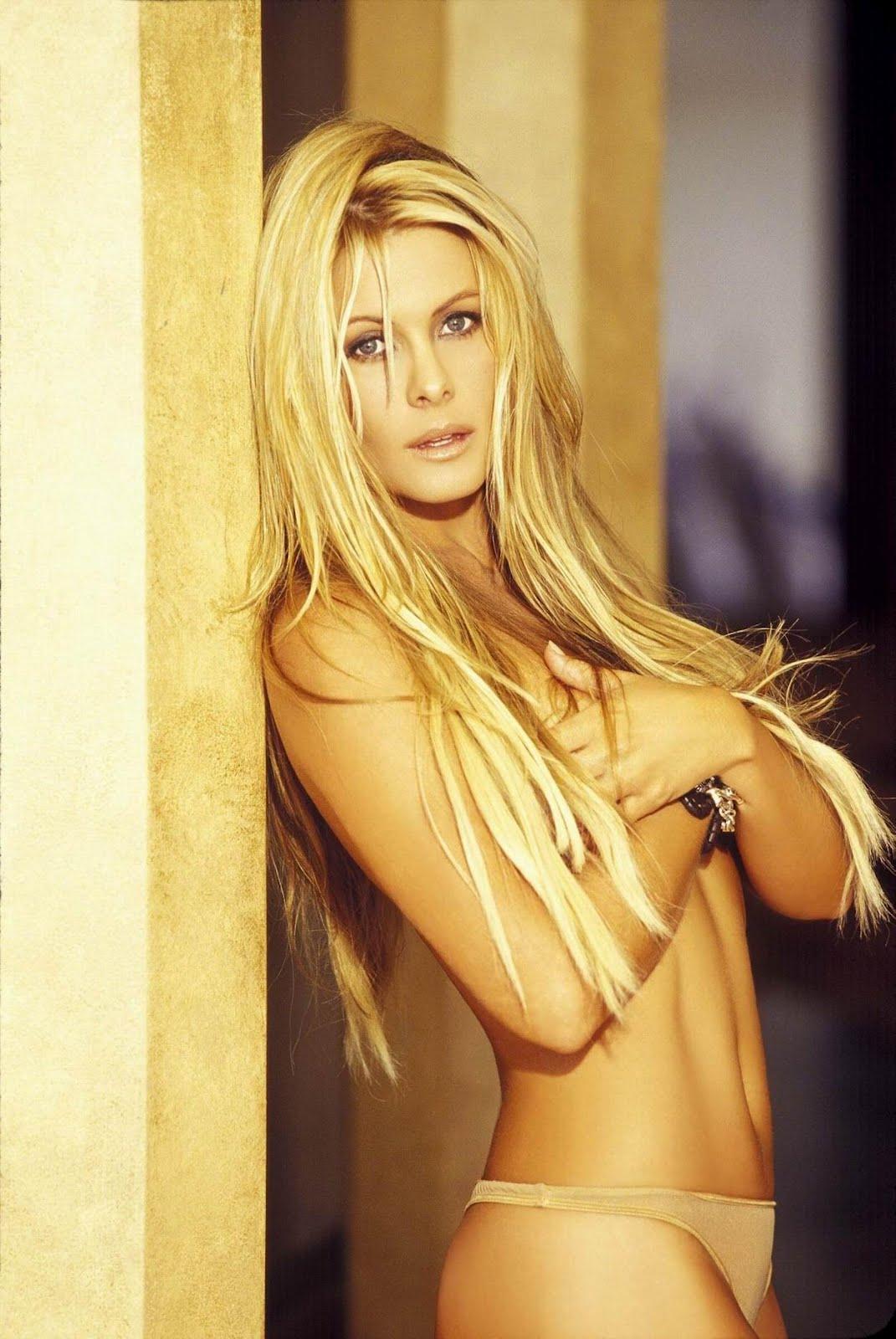 Nicole Eggert desnuda - Fotos y Vídeos -