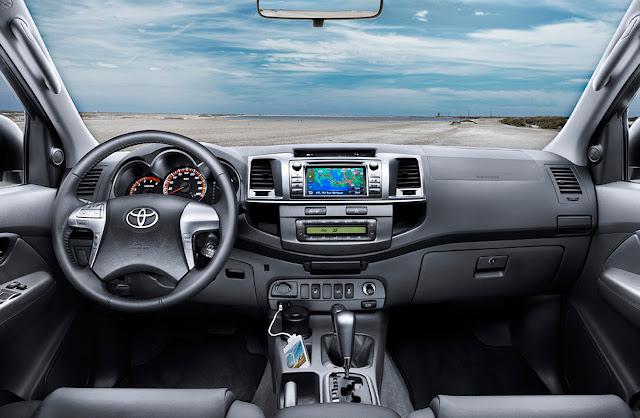 25/10/2011 Carros do Álvaro — Papel de parede Toyota Hilux 2012.