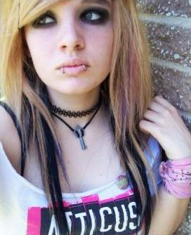 Pictures of Emo Piercings http://my-emo-hairstyles.blogspot.com/2011/07/emo-girl-piercing.html