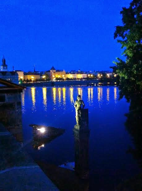 night charles bridge