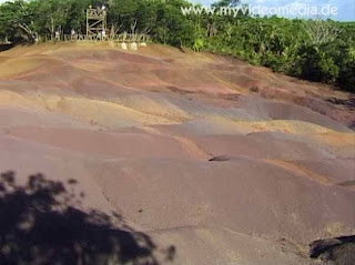 Seven Coloured Earth -Terres des Sept Couleurs