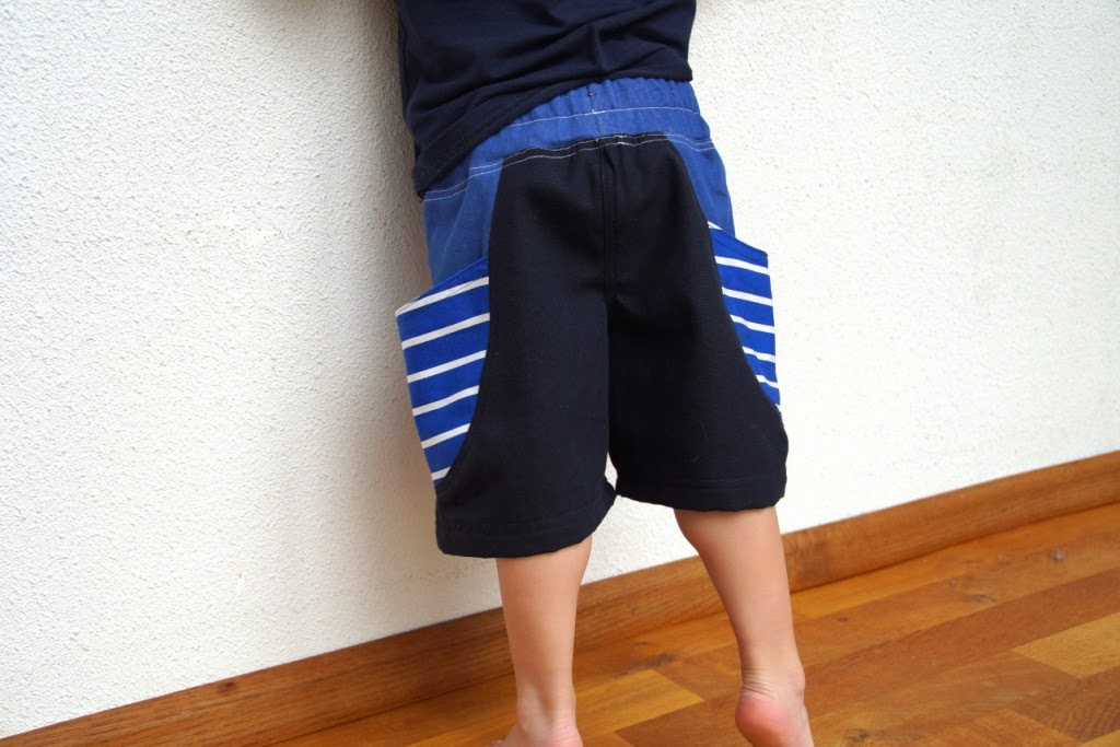 Bucket shorts (pattern Rabbit Rabbit Creations) - huisje boompje boefjes