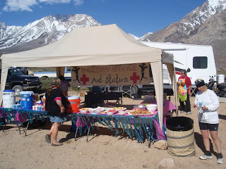 Buttermilk Road Aid Station with the Desert Divas.