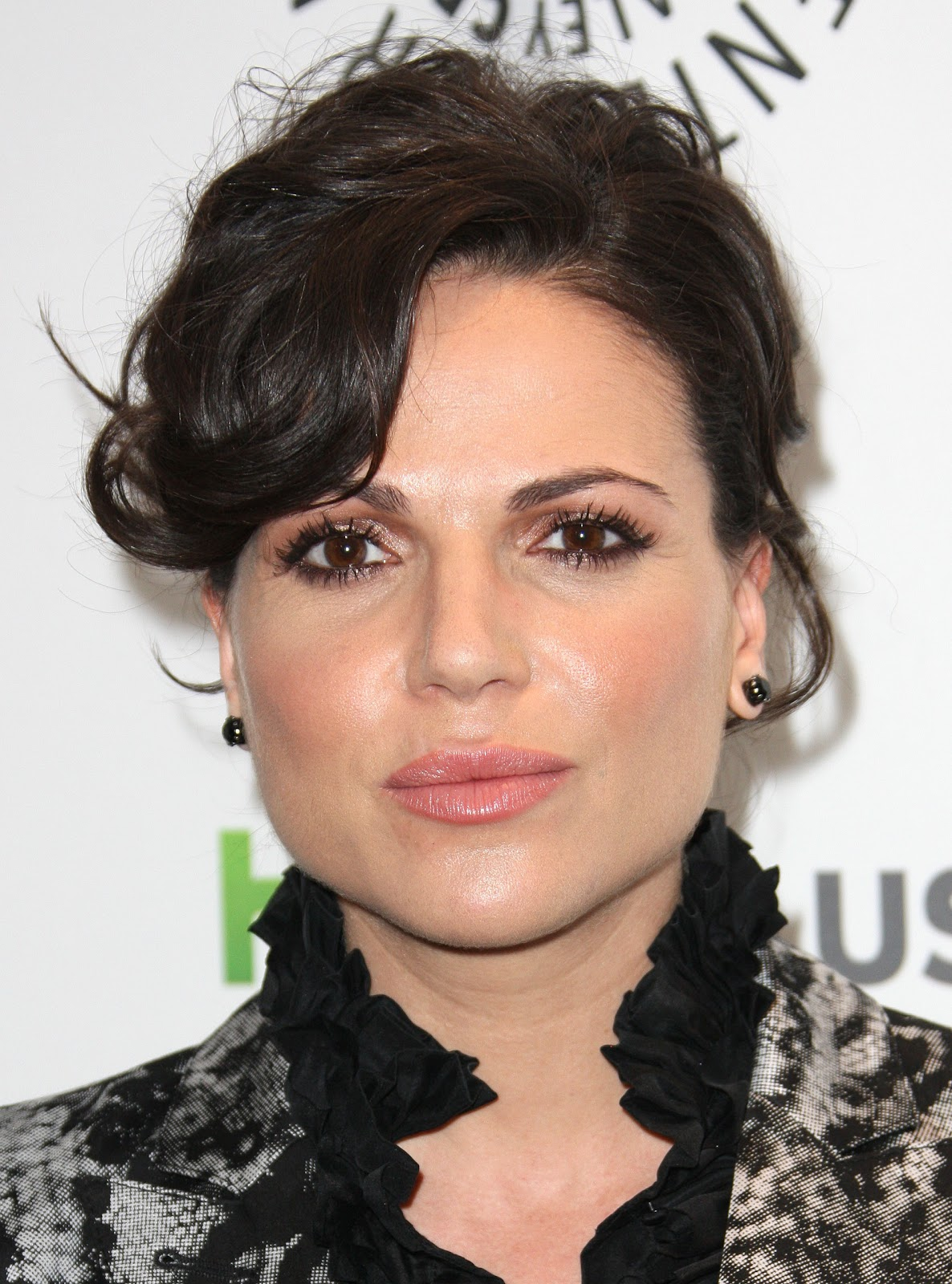 http://1.bp.blogspot.com/-BWRJVfF6SEE/T1SQsWX1SzI/AAAAAAAAA7A/ri1C7GhQeSM/s1600/Lana+Parrilla+-+PaleyFest+honoring+Once+Upon+a+Time+in+Beverly+Hills+-+March+4,+2012.jpg
