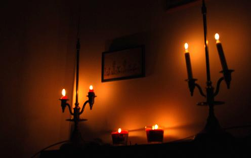 Placido tu cuerpo conciliadoras tus manos veamos una de for Cuartos decorados con velas