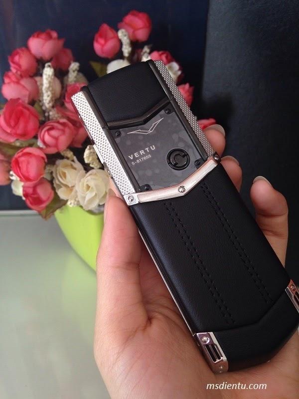 Điện thoại Vertu Signature S bạc - tinh tế, khẳng định đẳng cấp hàng hiệu