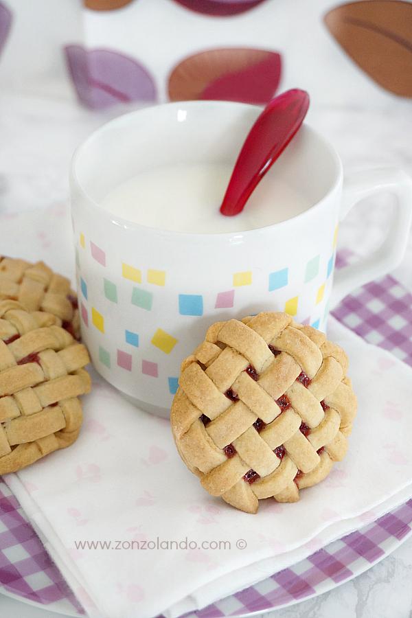 Biscotti con reticolo a intreccio ripieni di marmellata confettura alla fragola Weaving cookies recipe