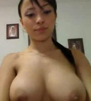 Video Porno De Una Hermosa Mujer Mostrando Sus Enormes Encantos Por La