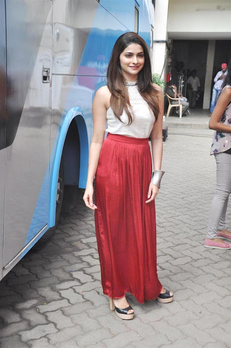 prachi desai at mehaboob studio promoting bol bachchan actress pics
