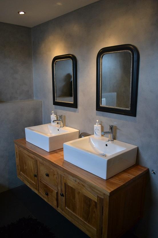 Glasmozaiek Voor Badkamer ~ Ik vind de combi met de stoere muren en het hout erg mooi, we genieten