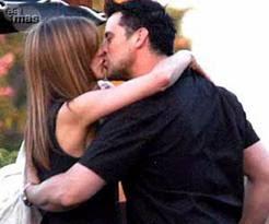 Jennifer Aniston Kissing Pics