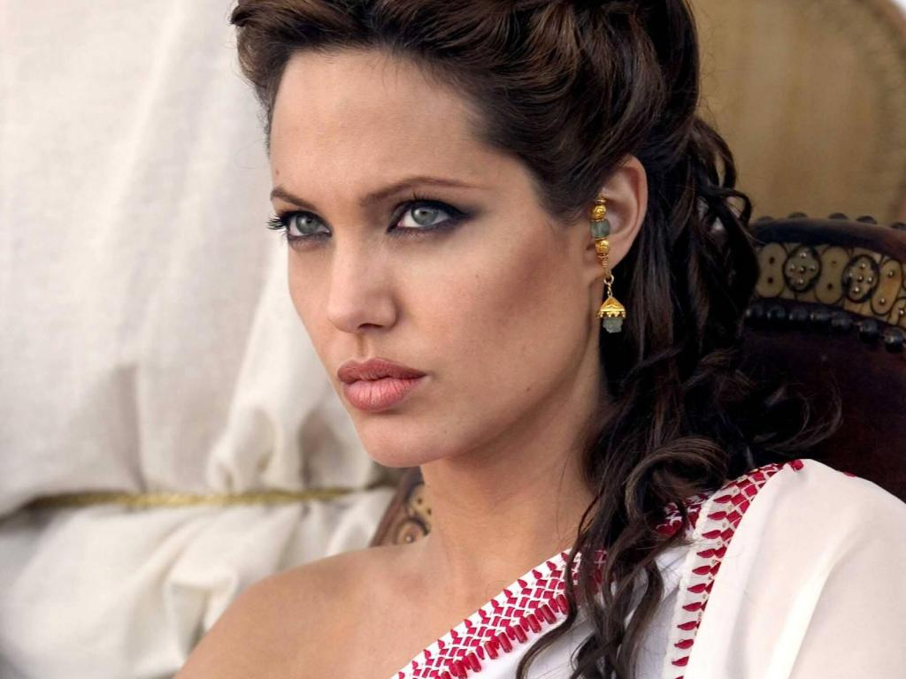 Jolie will play the role of Cleopatra 12.06.2010 24