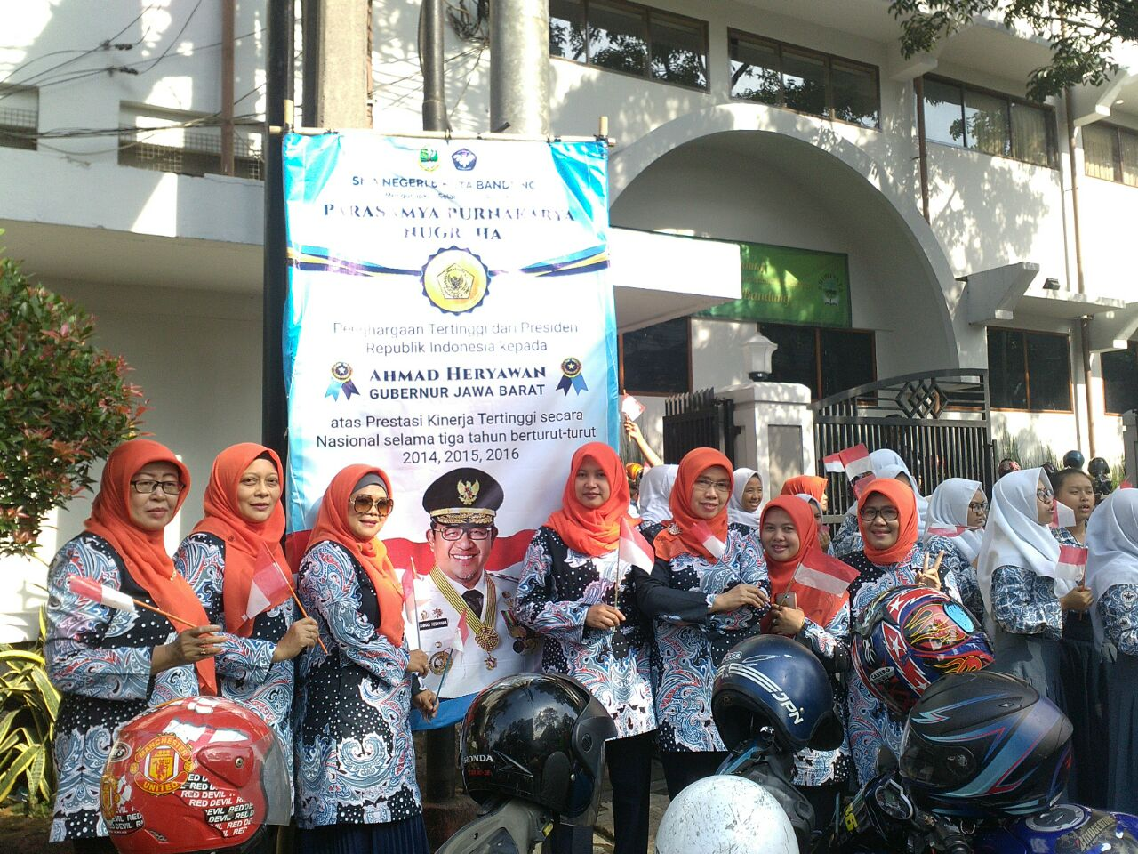 Penyambutan Penghargaan Tertinggi Presiden kepada Gubernur Jawa Ahmad Heriawan