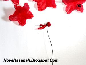 cara membuat kreasi bunga dari kantok kresek bekas 5