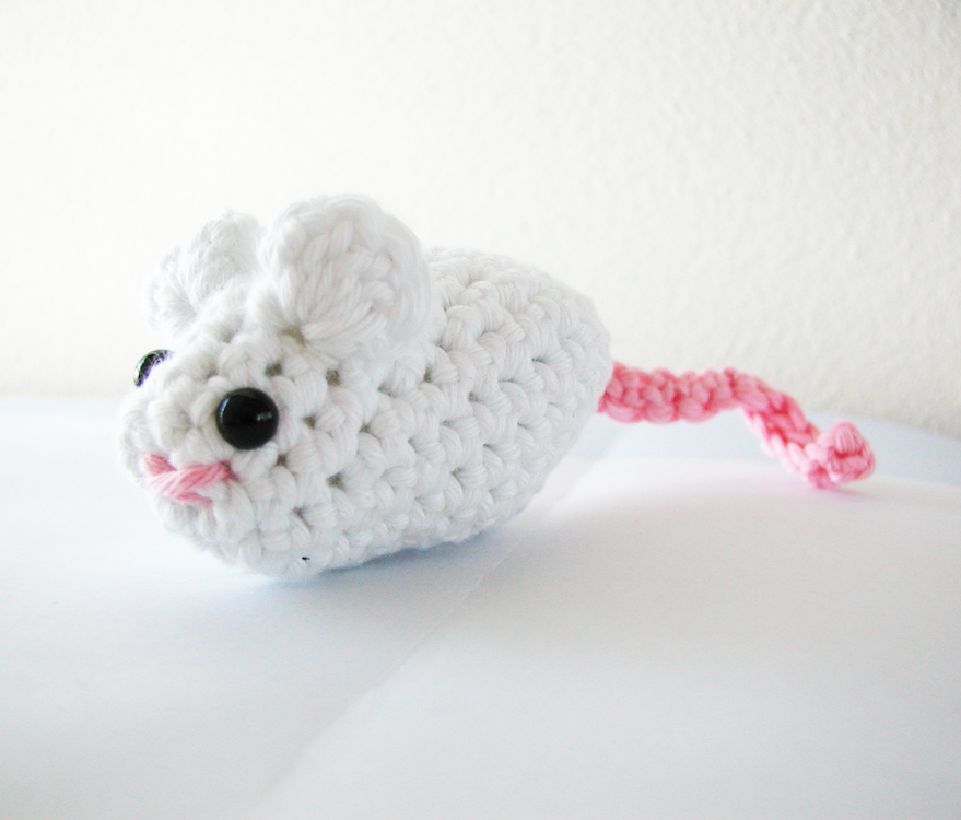 Amigurumi Patterns Free Mouse : 2000 Free Amigurumi Patterns: Mouse Pattern