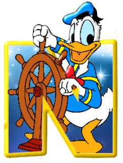 Alfabeto de personajes Disney con letras grandes N Donald navegando.