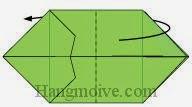 Bước 8: Gấp đôi tờ giấy về phía mặt đằng sau.