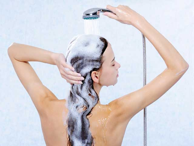 como lavar direito os cabelos