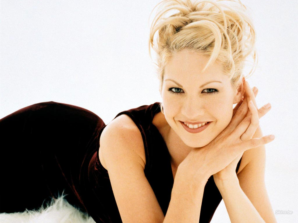 Jenna Elfman - Wallpaper Gallery