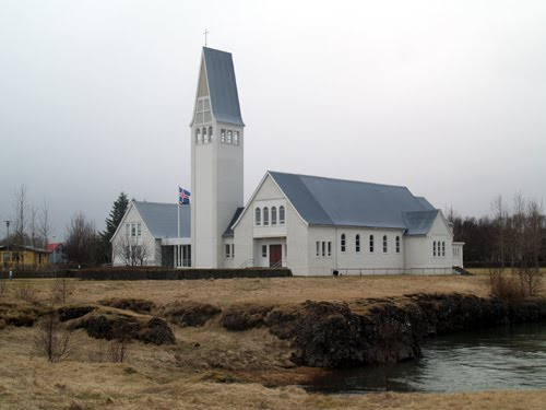 selfoss guys Selfoss er en by i regionen suðurland i det sydlige island, i árborg kommune  men den brød sammen i 1944 da to mælkebiler kørte over den samtidig.
