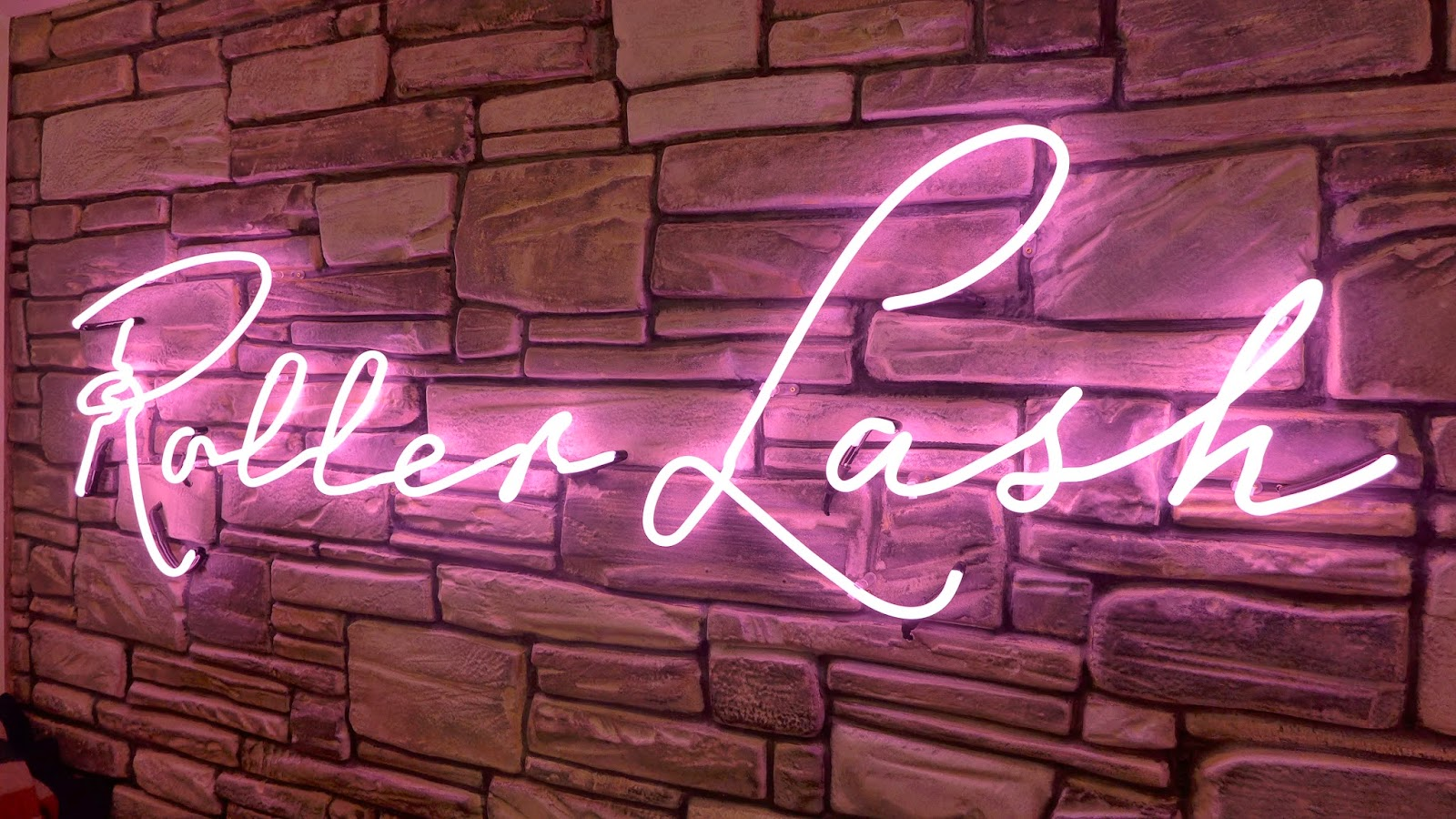 Roller Lash Neon