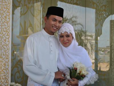 Home » Hiburan » Gambar perkahwinan Saiful Bukhari dan Nik Suryani