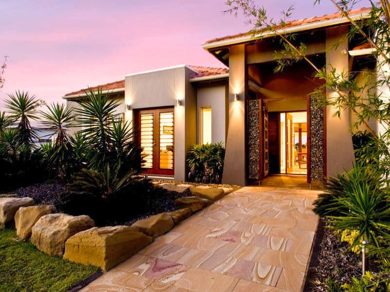Casa Moderna De Concreto Exterior Con Puertas Francesas Y Zona