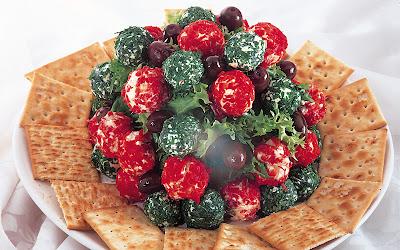 كرات الجبنة الحمراء والخضراء