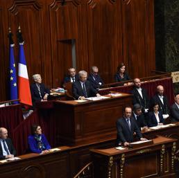 buongiornolink - Hollande la Francia è in guerra, l'Europa intervenga con no