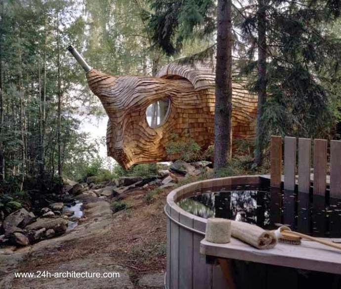 Arquitectura de casas: cabaña de diseño orgánico en un bosque sueco.