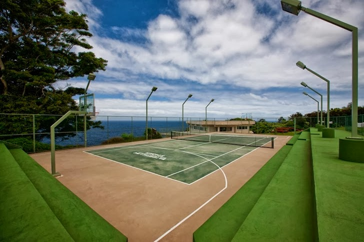 Tennis court in an Impressive Waterfall House in Hawaii