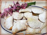 Fagottini di pasta sfoglia alla marmellata di ciliegie